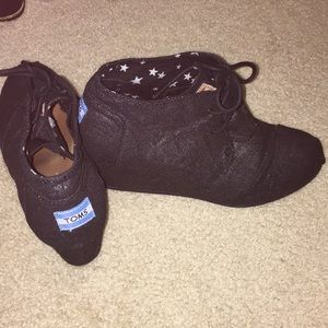 TOM'S Shimmering Black Wedged Booties Size 9